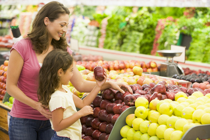 http://photos.happyherbivore.com/2013/07/stockfresh_82864_mother-and-daughter-shopping-for-fresh-produce_sizeXS.jpg